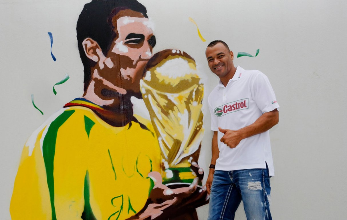 cafu-with-world-cup-trophy-01